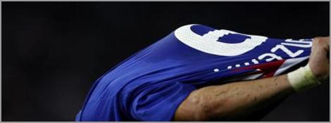 Karim Benzema, le maillot sur la tête