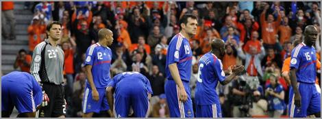Les Bleus dépités après le 1er but des Pays-Bas